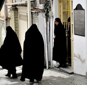La ieșire din Casa memorială a ayatollahului Khomeini