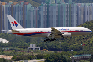 1024px-Malaysia_Airlines_Boeing_777-200ER_9M-MRC_HKG_2012-7-15